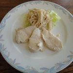 サンモニート - 日替わりランチ(950円)前菜_鶏肉とゴボウサラダ