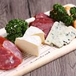 INJAGO - チーズ&サラミ盛り