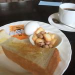 まちあいしつ - 料理写真:ブレンドコーヒー360円とモーニング