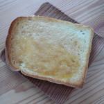 陽だまりベーカリー - 山食パンでハニートースト