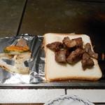 ステーキハウス モーシャトー - パンに乗せました♬