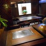 ステーキハウス モーシャトー - テーブル席