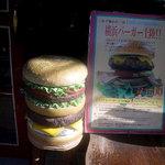 6780303 - 横浜バーガーの案内です(看板に偽りありで実際にはハンバーグは1枚です)