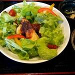 なっぱ - 愛媛産本鯛をかぼちゃトマトソースで焼く濃厚なムニエル