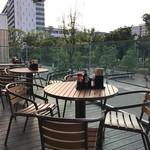 丸亀製麺 - 緑が見えるテラス席