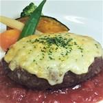 ☆ 国産牛トマトチーズハンバーグ(パン又はライス)