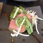 67802577 - 赤身肉のローストと山菜のさらだ