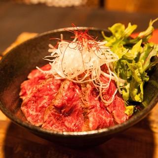 【ランチで食べれる赤身ステーキ丼】
