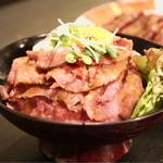 レッドロック - ローストビーフ丼(並)850円