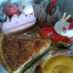 パティスリー プリエ - 手前のはクリームのパン。とっても美味しい!