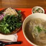 49 Asian Kitchen + Bar - あさりのフォー