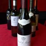 浅野屋洋食店 - ドリンク写真:グラスワインは600円からボトルは2800円くらいからあります