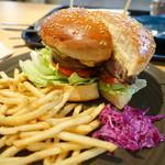 RHC CAFE - クラッシックバーガー チーズトッピング