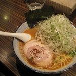 麺屋 利休 - 麺屋 利休:ネギ醤油らあめん(中盛り)