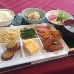 三次グランドホテル - 料理写真:バイキング800円