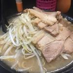 自家製太麺 ドカ盛 マッチョ - ラーメン並 俯瞰図 17.5.24 Wed.