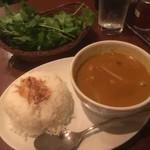 ベトナム フロッグ - チキンカレー&ライス、ざる盛りパクチー
