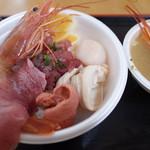 青森魚菜センター - のっけ丼1080円