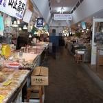 青森魚菜センター - 店内