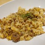 YAICHIRO - 挽き肉の油をまとった玉子ガーリックライス
