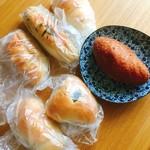 まどパン100 - 料理写真:購入したパン(^^)