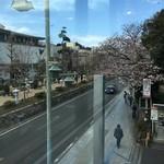 豊島屋洋菓子舗 置石 - 店外の眺め