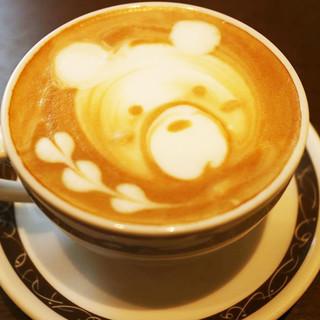 バリスタが淹れる薫り高いコーヒー