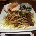 ワラウカド - ランチ(牛肉のガーリックバター炒め)