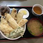秋葉原旨い魚と焼酎.地酒 美味研鑽 TETSU - 天然白身塩天丼850円