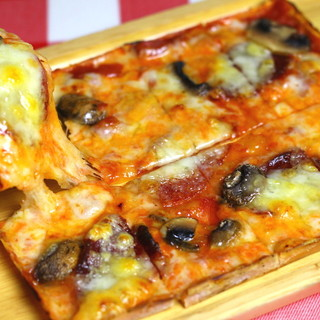 銀座で変わらぬ伝統の味をご提供してきた【シシリア特製ピザ】