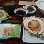 リボン食堂  - ホタテ定食(少し食べちゃいました(^_^;)