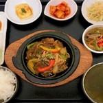 鉄板プルコギセット(韓国式牛肉焼肉)
