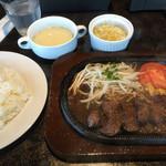 エイトステーキ - 料理写真:6オンス ステーキセット=1200円 税別です