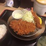 松乃家  横浜店 - ロースかつ(90g)と海老フライの定食。680円。
