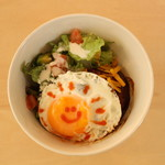 ピーカーブー - 目玉焼きのせロコモコボウル 950円