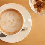 ピーカーブー - コーヒーは当店専用に焙煎した豆を使用しております