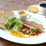 【A】真鯛のポワレ〜サフラン風味の真鯛の裏ごしスープを添えて〜<当日入荷による数量限定>