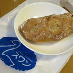 久遠チョコレート スワンベーカリー - イチジクくるみブレッド200円(税込)。