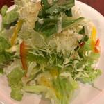 カプチーノ - Aセットのミニサラダ