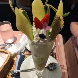 フルーツ大野 - 料理写真:メロンパフェ