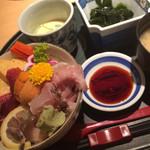 たむら - ウニ入り海鮮丼(1,100円)★★★☆☆