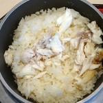 日本料理 華の縁 - 鯛めし 釜で炊いてます。