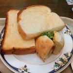 67851990 - トーストとハンバーグサンドは自家製パン。