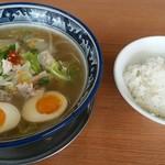 タンメン三吉 - 料理写真:タンメン+煮たまごトッピング(辛さ1)とサービスライス少な目