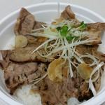 帯広ぶた丼 - ミックス丼650円