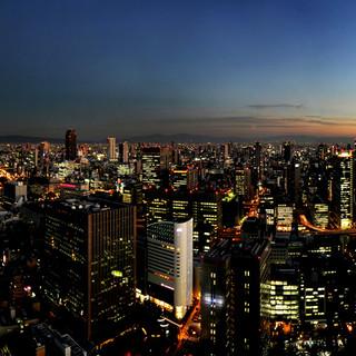 <絶景レストラン>大阪の街を見渡せるデザイン