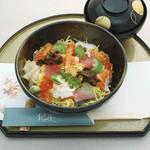 和楽 - お昼のおすすめ:ちらし寿司