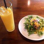 67857307 - オレンジジュース&サラダ