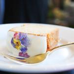 コチト ハナトオカシト - お花のジンジャーケーキ