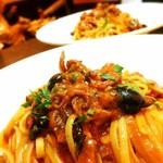 ラ・ピッコラ・ターヴォラ - スパゲッティ ルチア風タコの煮込みソース